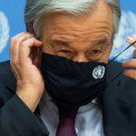 El secretario general de Naciones Unidas, Antonio Guterres, se ajusta la máscara antes de salir de una conferencia de prensa en la sede de la ONU en Nueva York.REUTERS/Eduardo Muñoz