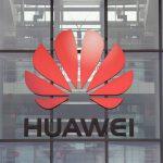 El logotipo de Huawei, en el edificio de las oficinas centrales en Reading, Gran Bretaña, REUTERS/Matthew Childs