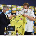 El presidente de la FCF, Ramón Jesurun le dio la bienvenida Reinaldo Rueda,Entrenador de la selección colombiana