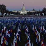 """El """"Campo de banderas"""" desplegado en la Explanada Nacional frente al Capitolio antes de la investidura del presidente electo Joe Biden en Washington, EEUU. REUTERS/Allison Shelley"""