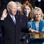 Joe Biden jura como presidente de Estados Unidos. Washington, EEUU, 20 de enero de  2021. REUTERS/Kevin Lamarque