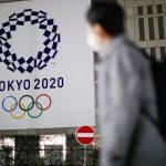 El logo de los Juegos Olímpicos de Tokio 2020 que se pospusieron hasta 2021 debido al brote de la enfermedad del coronavirus (COVID-19) en el edificio de la Oficina del Gobierno Metropolitano de Tokio, en Tokio, Japón. 22 de enero de 2021. REUTERS/Issei Kato