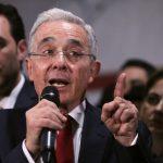 Foto de archivo del expresidente de Colombia Álvaro Uribe en una rueda de prensa en Bogotá. REUTERS-Luisa González