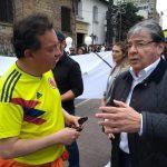 Ministro de Defensa Carlos Holmes Trujilllo y el  periodista Carlos Villota Santacruz
