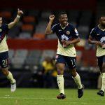 Andrés Ibargüen celebrando tras marcar gol con América en Liga de Campeones Concacaf. Estadio Azteca, Ciudad de México. REUTERS/Henry Romero