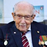 El Capitán Sir Tom Moore durante la presentación de su autobiografía en Milton Keynes. REUTERS/Dylan Martínez