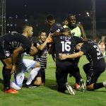 German Mera de Atlético Junior celebra con sus compañeros de equipo el segundo gol anotado al Envigado F. C., durante partido entre Envigado F. C. y Atlético Junior de la fecha 6 por la Liga BetPlay DIMAYOR I 2021, en el estadio Polideportivo Sur de Envigado Foto VizzorImage / Juan A Cardona/ Cont.