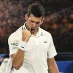 El serbio Novak Djokovic celebra tras ganar su partido de semifinales contra el ruso Aslan Karatsev  en el Abierto de Australia 2021REUTERS/Kelly Defina