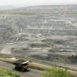 Un camión transporta carbón en la mina de Cerrejón, cerca al municipio de Barrancas, en el departamento de la Guajira. REUTERS/José Miguel Gómez