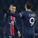 Kylian Mbappé y Mauro Icardi del Paris St Germain celebran tras el partido ante el Barcelona. 10 mar 2021. REUTERS/Gonzalo Fuentes