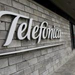 Logotipo de Telefónica en la sede de la compañía en Bogotá. REUTERS/Luisa González