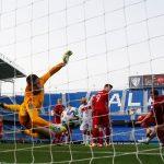 Caglar Soyuncu anota el segundo gol en la victoria 3-0 de Turquía sobre Noruega, en el partido por el Grupo G de la eliminatoria europea al Mundial de Qatar, en el Estadio La Rosaleda, en Málaga, España - Marzo 27, 2021 REUTERS/Jon Nazca