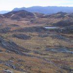 Un lago de aislamiento en el noroeste de Escocia. El sedimento analizado del fondo de este lago de baja altitud nos dice que alguna vez estuvo conectado al océano Foto: Ian Shennan/Durham University / Europa Press
