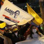 Partidarios del candidato presidencial Guillermo Lasso celebran mientras esperan los resultados oficiales de la elección en Quito, Ecuador. 11 abril 2021. REUTERS/Luisa González