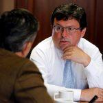 Juan Pablo Zárate, actual viceministro de Hacienda de Colombia, atiende una entrevista a Reuters mientras era codirector del Banco Central. REUTERS/Jaime Saldarriaga