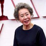 Youn Yuh-jung llega a la edición 93 de los Premios de la Academia, en Union Station, en Los Ángeles, EEUU, el 25 de abril de 2021. Chris Pizzello/Pool via REUTERS