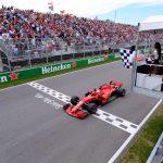 El piloto Sebastian Vettel de Ferrari recibiendo la bandera a cuadros al ganar el Gran Premio de Canadá de la Fórmula Uno en el Circuito Gilles Villeneuve de Montreal, Canadá. Foto Paul Chiasson/Pool via REUTERS/Archivo