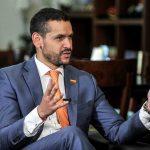 El ministro del Interior de Colombia, Daniel Palacios, habla durante una entrevista en su oficina Carlos Julio Martínez/Ministerio del Interior vía/REUTERS