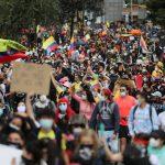 En el Día Internacional de los Trabajadores manifestantes participan en una protesta contra un proyecto de reforma tributaria del presidente de Colombia, Iván Duque, en Bogotá, Colombia, 1 de mayol, 2021. REUTERS/Luisa González