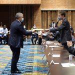 Unas horas después de anunciar la gratuidad en la educación pública universitaria, el Presidente Duque instaló un espacio de diálogo con cerca de 50 jóvenes del país, en el que se comprometió a sacar adelante el Gran Pacto por la Juventud.     Foto: Felipe Castaño – PRESIDENCIA