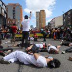 Manifestantes participan en una protesta exigiendo acciones del gobierno para abordar la pobreza, la violencia policial y las desigualdades en los sistemas de salud y educación, en Bogotá REUTERS/Luisa González