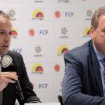 Ernesto Lucena, ministro del Deporte (izq.), junto a Ramón Jesurún, presidente de la Federación Colombiana de Fútbol.