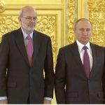 El embajador de Colombia en ese país, Alfonso López Caballero con el Presidente ruso Vladímir Vladímirovich Putin