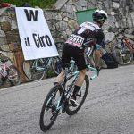 Simon Yates gana en Alpe di Mera
