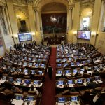 Senadores debaten un proyecto de ley en la sede del Congreso en Bogotá. REUTERS/Luisa González