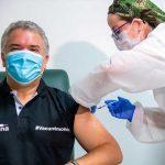 Tras recibir primera dosis de vacuna contra el covid-19, Duque advierte que aglomeraciones son el mayor acelerador del virus y pide evitarlas