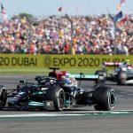 Lewis Hamilton de Mercedes durante la carrera. REUTERS/Peter Cziborra