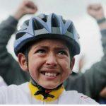 Julián, de 13 años, de la escuela de ciclismo que maneja Fabio Rodríguez,llora de emoción por el triunfo en el Tour de Egan Bernal