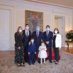 El ministro Guillermo Herrera  junto con su familia con el presidente Duque