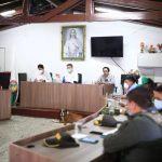 El gobernador (e) de Antioquia, Luis Fernando Suárez, lideró un encuentro con las autoridades locales y representantes de los campesinos desplazados en Ituango. Cortesía Gobernación de Antioquia