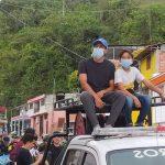 El municipio de Neira (Caldas) recibió a su hijo con un recorrido por la calle principal a bordo de uno de los carros del Cuerpo de Bomberos, donde solo pueden subir los super héroes