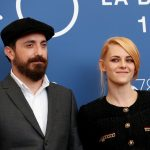 Festival de Cine de Venecia, 3 de septiembre del 2021,  La actriz Kristen Stewart y el director Pablo Larrain posan para la foto. REUTERS/Yara Nardi