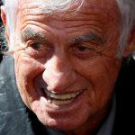 El actor Jean-Paul Belmondo asiste a un homenaje para el cantante Charles Aznavour durante una ceremonia en el Hotel des Invalides en París, Francia. REUTERS/Charles Platiau/File Photo