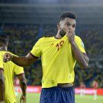 El delantero colombiano Miguel Ángel Borja celebra uno de sus dos goles en la victoria 3-1 de Colombia sobre Chile en la eliminatoria sudamericana clasificatoria al Mundial de Qatar 2022, en el partido jugado en el estadio Metropolitano de Barranquilla