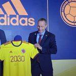 Ramón Jesurúb, presidente de la FCF y Adolfo Haendler, Gerente general de adidas Colombia