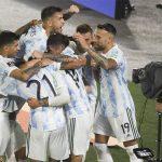 Jugadores de la selección argentina celebran triunfo ante Uruguay