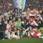 Independiente Santa Fe y América de Cali en partido de vuelta por la final de la Super Liga BetPlay DIMAYOR 2021 en el estadio Nemesio Camacho El Campin de la ciudad de Bogotá. Foto: VizzorImage / Luis Ramirez / Staff.