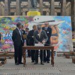 Presidente firma el libro conmemorativo de los 25 años de la paz con el M-19
