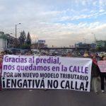 Vecinos de Normandía y Villa Luz protestaron ayer contra el predial.