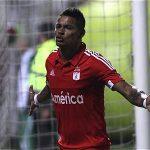 Ayron del Valle marcó dos de los tres goles de América