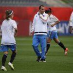 Felipe Taborda en el entrenamiento de la selección de Colombia femenina previo a su debut mundialista