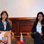 Las Cancilleres de Colombia, María Ángela Holguín, y de Venezuela, Delcy Rodríguez