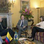 La canciller María Ángela Holguín (derecha) reunida con sus homólogos de Argentina Héctor Timerman (izquierda) y de Brasil, Mauro Vieira (centro). / Cancillería