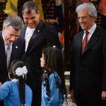 Juan Manuel Santos acompañado por sus homólogos de Ecuador, Rafael Correa, y Uruguay, Tabaré Vásquez,