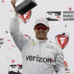 Juan Pablo Montoya, de Colombia, celebra luego de ganar el Gran Premio de St. Petersburg de IndyCar, el domingo 13 de marzo de 2016, en St. Petersburg, Florida. (Foto AP /Luis M. Alvarez)