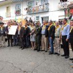 Los alcaldes recibieron la pañoleta de la policia de la escuela de carabineros